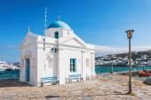 Whitewashed and blue domed Agios Nikolaos church in Mykonos — Stock Photo