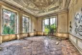 Derelict luxurious room in an abandoned manor — Stock Photo