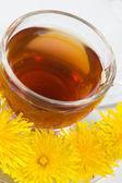 Healthy Medicine Springtime dandelion tea — Stock Photo
