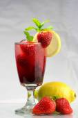 Summer party drink Cold fresh strawberry lemonade — Stock Photo
