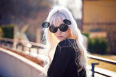 Beautiful blonde girl in sunglassses outdoors — Stock Photo