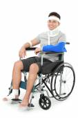 Injured young man sit in wheelchair — Stock Photo