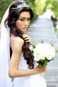 Beautiful young bride holding a bouquet — Stock Photo