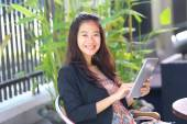 Young businesswoman work oudoor, in a cafe — Stock Photo