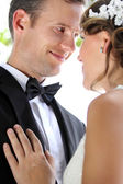 Groom smiling and staring into his bride — ストック写真