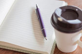 Pen and notebook with coffee cup — Stockfoto