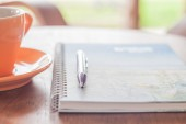 Coffee cup with pen and spiral notebook — Foto de Stock