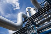 Industrial pipes on sky with clouds — Stockfoto