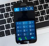 Keypad of Samsung Galaxy S4 device — Stock Photo