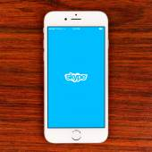 Skype application on an iPhone 6 plus display — Stock Photo
