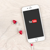 Youtube application on an iPhone 6 plus display — Stock Photo