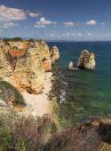 Coast with cliffs in Lagos at Algarve in Portugal — Stockfoto