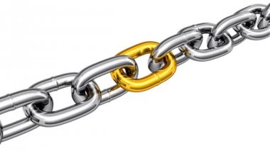 Steel chain with a gold link — Stock Video