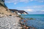 Yüksek tebeşir kayalıklarla sahil Rügen Adası'nda. Almanya — Stok fotoğraf