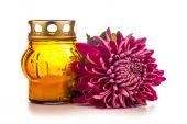 Grób świeca latarnia z kwiatami — Zdjęcie stockowe