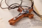 Crucifix on holy book — Stock Photo