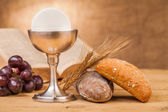 Holy communion bread and grapes — Stock Photo
