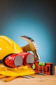 Yellow helmet and wooden mounting tools — Foto Stock