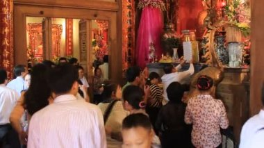 Group of people ceremony in the temple — Stock Video