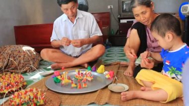 A family squeeze toys for kids with colored rice powder — Stock Video