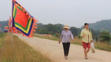 Geleneksel festivalde Vietnam bayrağı — Stok video