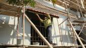 Construction workers construction workers plasterings house — Stock Photo