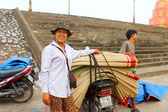 HAI DUONG, VIETNAM, SEPTEMBER, 8: people at Market selling bed m — Foto Stock