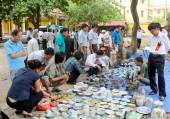 HAI DUONG, VIETNAM, October, 27: People in antiques market on Oc — Stock Photo