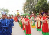 Group of people attending traditional festivals — 图库照片