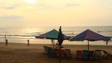 Soluppgång på stranden — Stockvideo