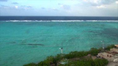 Island in the sea — Stock Video