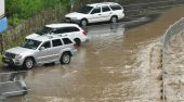 Flooding on the road — Stock Photo