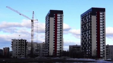 Construction of new high-rise building in city — Stock Video