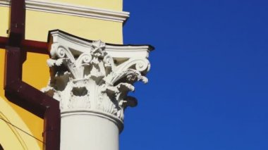 Chapiter of classical style column — Stock Video