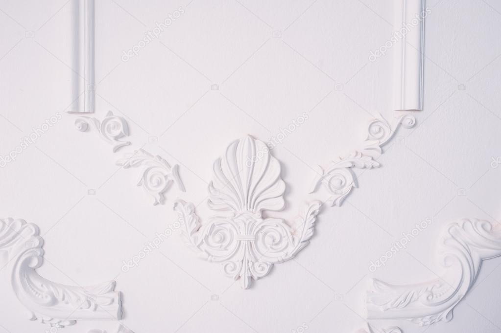 stuck element der architektonischen dekoration an der wand stockfoto timonko 110893428. Black Bedroom Furniture Sets. Home Design Ideas