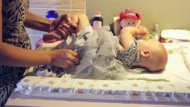 Mom getting her baby dressed — Stock Video