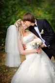 Bride and groom outdoors park closeup portrait  — Stockfoto
