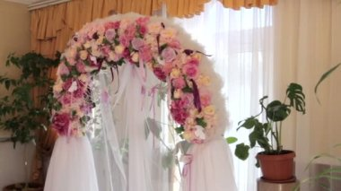 Beautiful wedding arch of flowers — Stock Video
