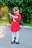 Little girl speaks by phone — 图库照片
