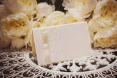 Empty card to place text surrounded by flowers for your text — Stock Photo
