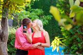 Happy man and woman kiss and make self on phone — Stock Photo