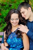 Girl hugging his boyfriend, both looking at the cam and smiling — Stock Photo