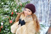 Girl in winter snows, in a mink coat outdoors — Stock Photo