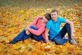 Couple man and woman in autumn yellow leaves — Foto de Stock