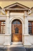 Wooden doors, sculptural facade — Stock Photo