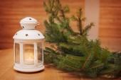 Weihnachtsschmuck mit laterne. weihnachten grußkarte — Stockfoto