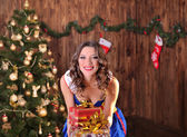 Christmas, x-mas, winter, happiness concept - smiling woman in s — Photo