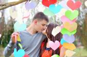 Man and woman kiss on Valentine's Day — Stock Photo