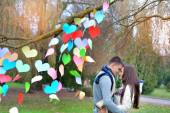 Man and woman in the park on Valentine's Day, the tree is decora — Stock Photo
