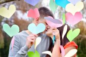 Lovers kiss on Valentine's Day — Stock Photo